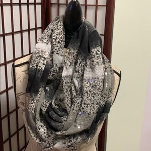 BCBGENERATION NECK SCARF SEQUINS DETAILS